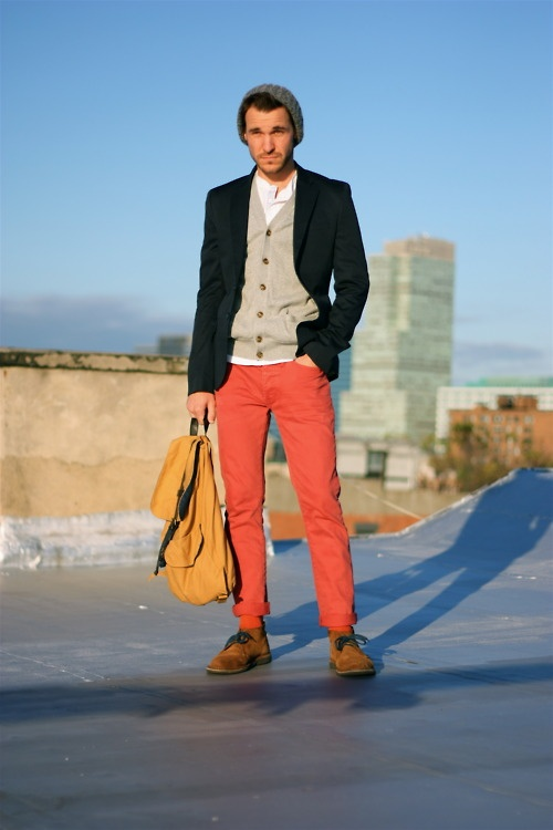 Colored Pants Time for a colorful change! Take a step away from traditional neutrals, such as black, brown and tan, and embrace a dazzling world of color pants!