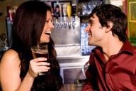 woman-flirting-with-guy-in-bar1