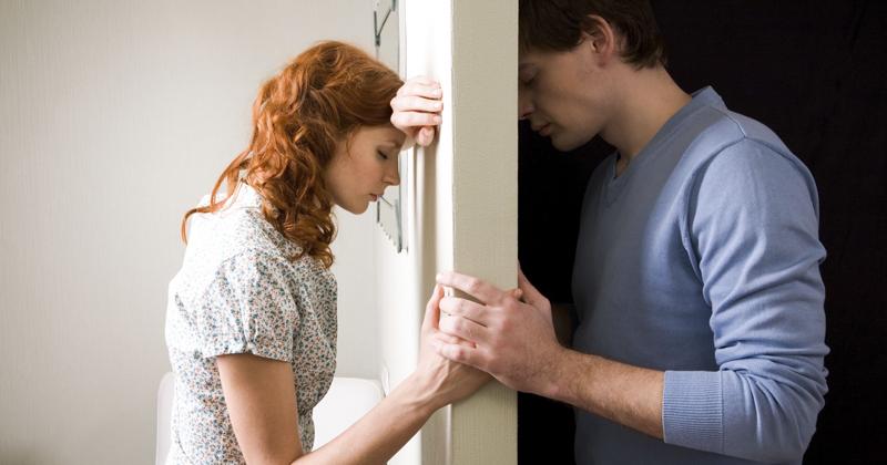 Vznik závislosti na partnerovi může mít kořeny už v dětství.