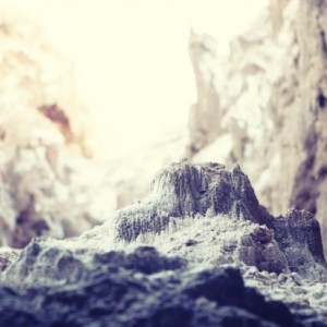 Tiny-mountain-in-the-salt-cave-690x413