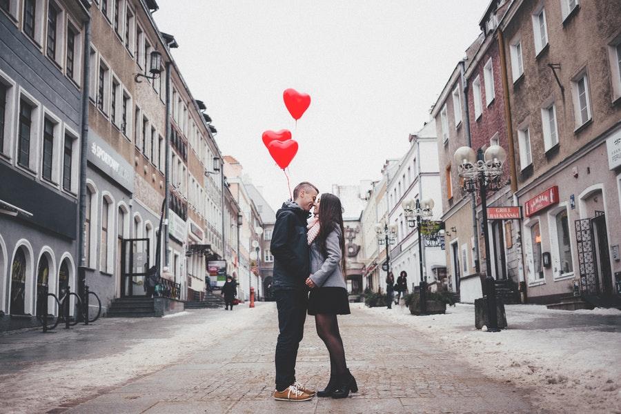 Enda kvinnliga online dating webbplatser Sabina valentina nilsson dejting.